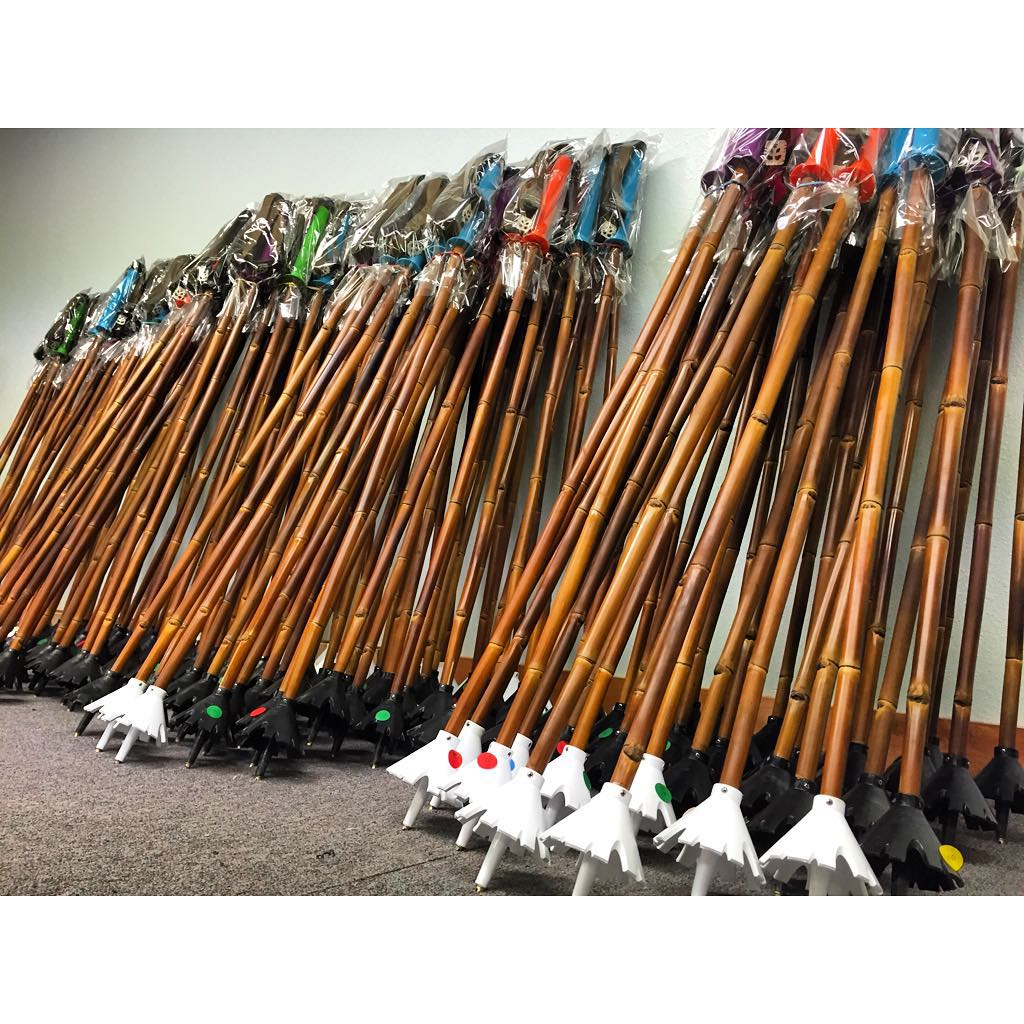 100 pair of magic ski wands finished, boxed, and ready to ship tomorrow! So excited to see these li'l ponies off to their new home in Japan!  Ashita Nihon ni shukka suru junbi ga dekite Panda Poles no 100-kumi! Hijo ni AUCTUS o domou arigato...