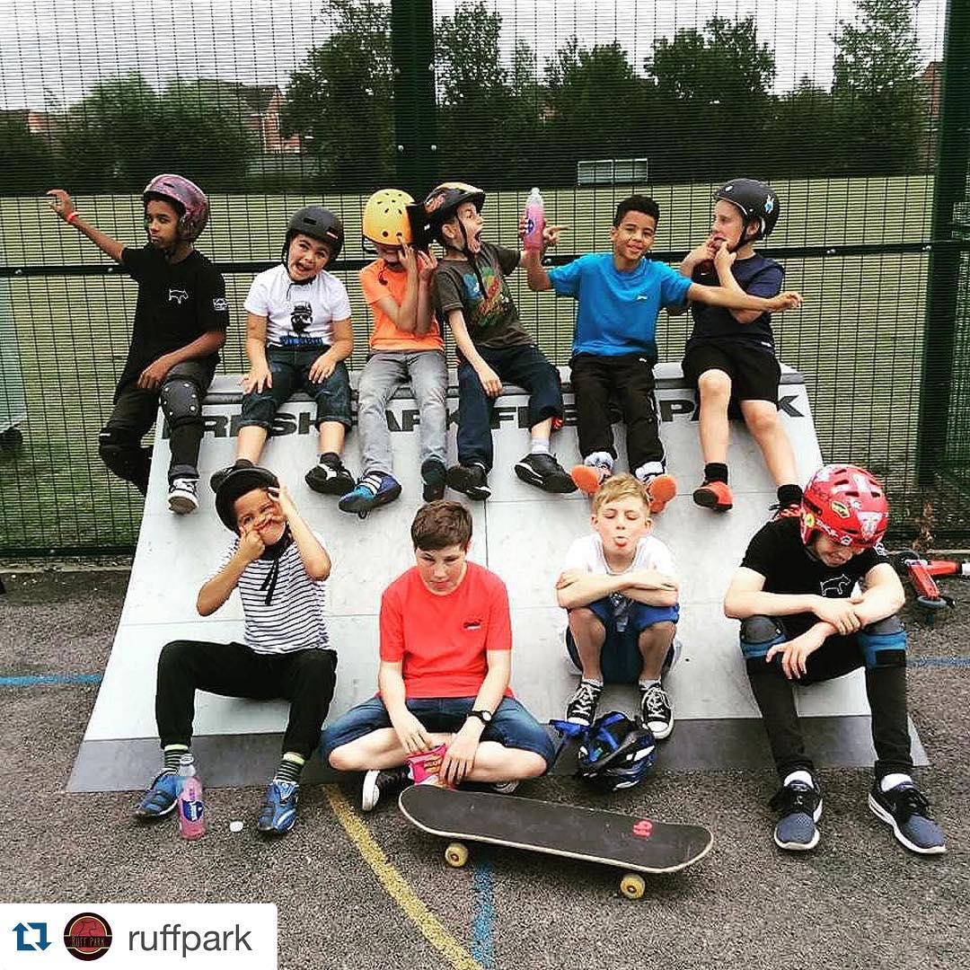 #Repost @ruffpark Meeting the coolest bunch of kids on our lowdham tour!!! Such a good laugh. #ruffpark #ruffmobiletours #lowdham #nottingham #uk #freshpark #skatepark #skateboard #scooter #bmx #ramp #ramps #skateramps #skate