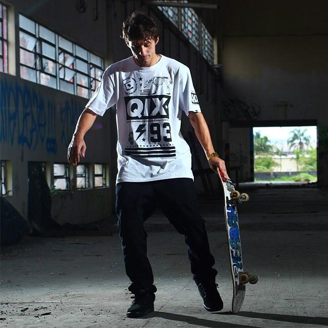 Skate combina com estilo, atitude e determinação. Então, faça como o skatista @thiagopingo. Vista a camiseta #QIX e aproveite todos os momentos da sessão!