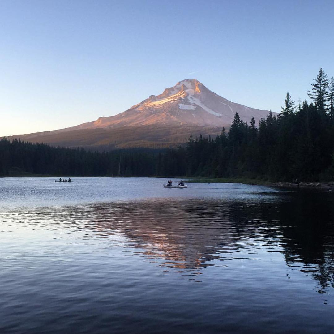 @girlchewinggum had been on a epic journey, visiting state and national parks along the way! Sunset watch on Trillium Lake in Mount Hood National Forest, Oregon. #radparks #parksproject