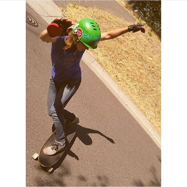 @fillbackside shot by @carmen_sutra.  #longboardgirlscrew #womensupportingwomen #girlswhoshred #skatelikeagirl #aliciafillback #badass