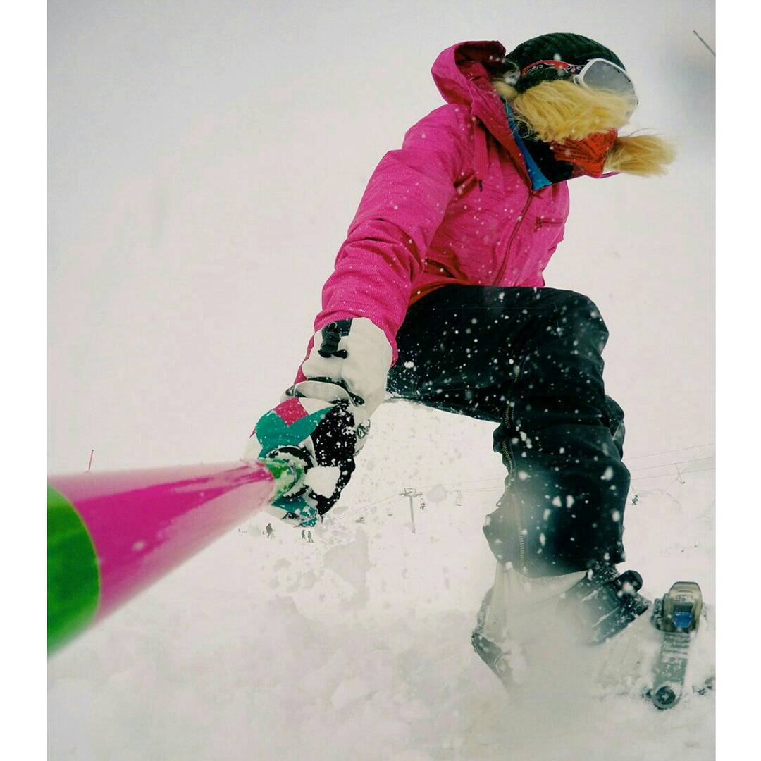 @delfiferrari disfrutando de la nieve con su #ZephyrPole !!