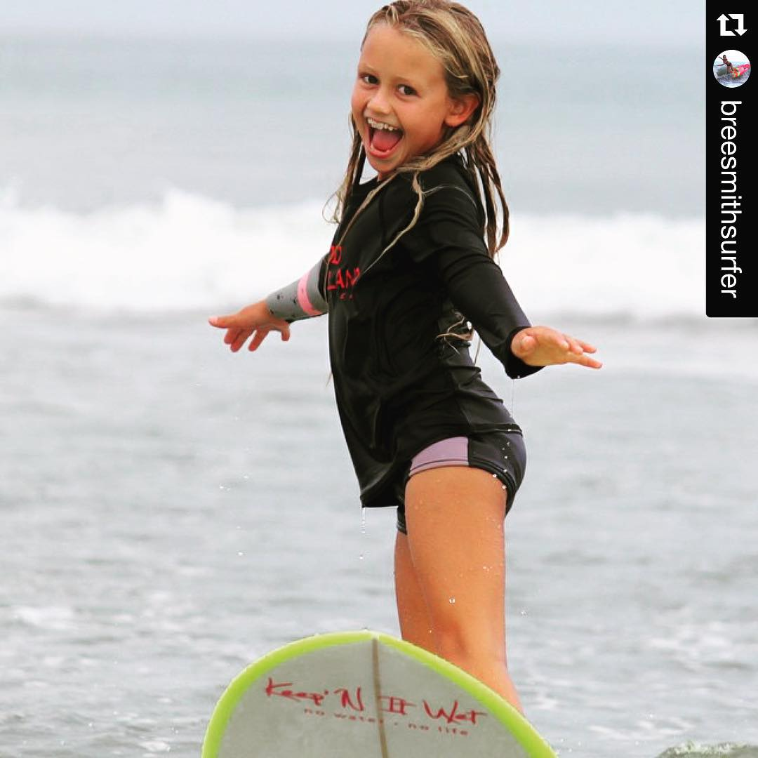 It's FridYAY !! #Repost from luv surf brand ambassador  @breesmithsurfer #luvsurf #smiles #friday #yay ・・・ Happy Friday!!!! #surf #surfer #surfing #surflife #friday #happy #surfslikeagirl #longboard  #luvsurf #supergrom #gromsearch #grom #gosurf...