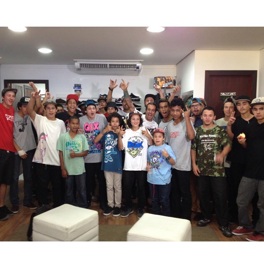 @rodrigoleal @caiquesilvaskt @thiagopingo @tlosada e @juliodetefon na loja Life Skateboards em Brusque - SC.  #qixteam #qix #skate #skateboard #skateboarding #Brusque #Brasil #skateboarding @lifeskateboardss #skateboardminhavida