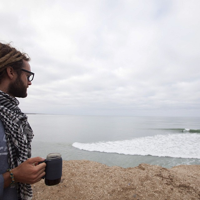 ~ Nomadic Baja ~  A strong cup of coffee for the morning surf check. Even though it wasn't firing we were stoked because there was nobody else around. Tribe ambasador @to_the_sea8 sipping from our hand-tied Be Kind Vibes x Khordz paracord mug ||...