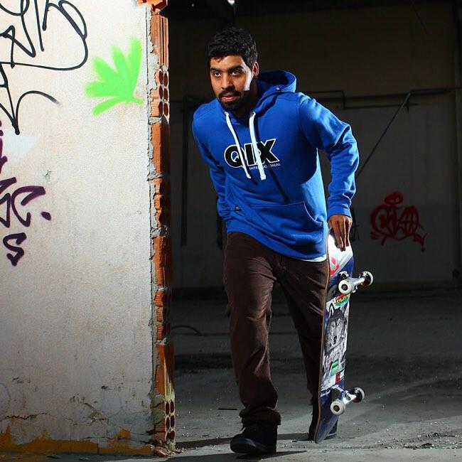 @caiquesilvaskt style no rolê de canguru #QIX. Garanta o seu na QIX SKATE SHOP. www.qixskateshop.com.br