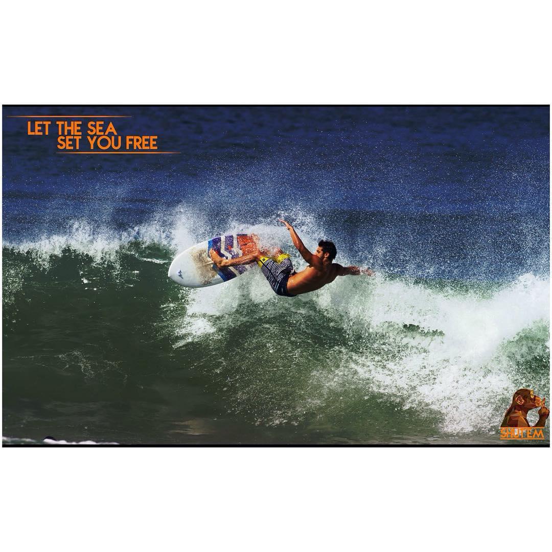 Nuestro embajador @turkilloh haciendo de las suyas en Playa Negra, Costa Rica.  Recordá que podes comprar por nuestra tienda online www.goodpeople.com/shutem o pasar por Strings, en Blanco Encalada 2255.  #shutem #basics #surf #style #new #outfit...