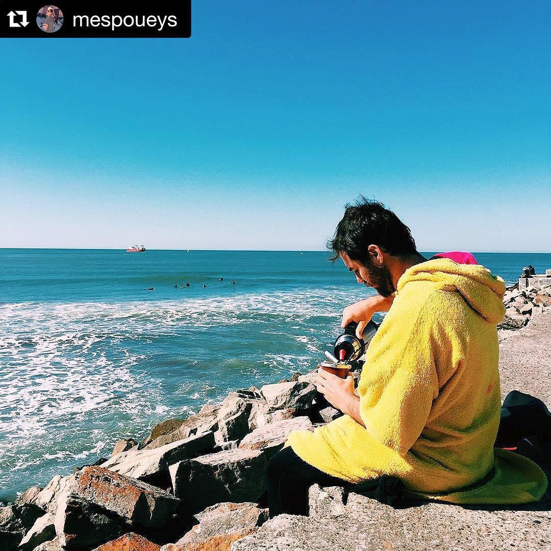 #Repost @mespoueys with @repostapp. ・・・ Salió el sol, salieron las olas y salimos nosotros para