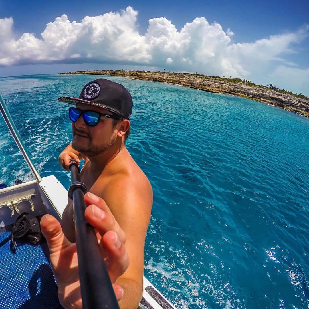 Cruising the deep blue Frames: Surf Kameleonz.com