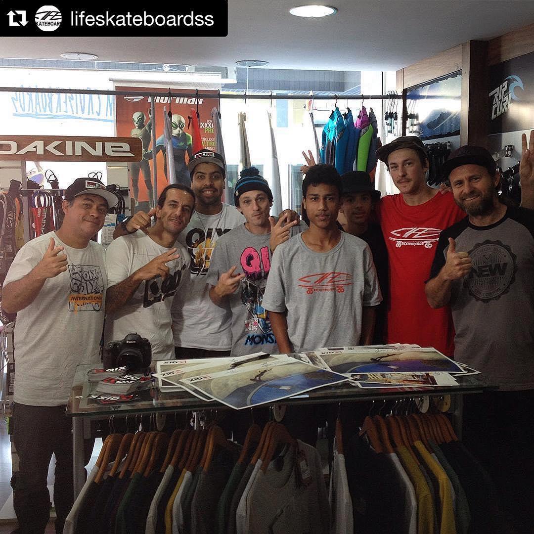 Mais uma foto do #QIXTeam na loja @lifeskateboardss em Brusque - SC.  #Repost @lifeskateboardss ・・・ Galera da Qix aqui na loja!