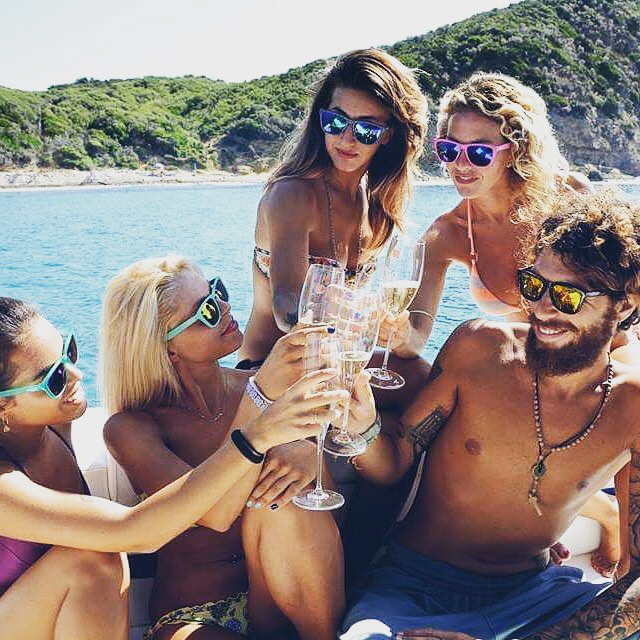 Enjoy more in sunnies || #onlygoodvibes #thesweetlife #nectarlife #doepicshit photo @nectaritalia