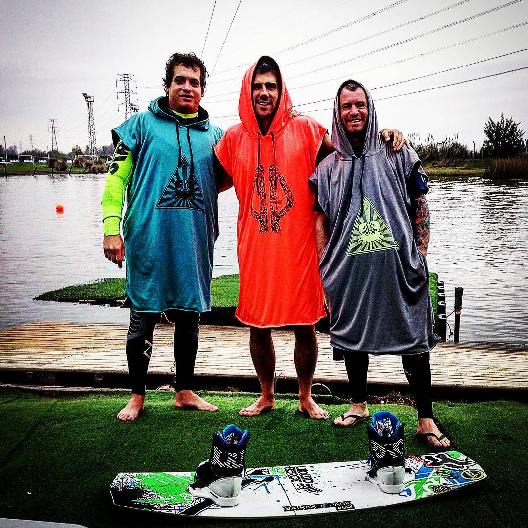 PALAPAPA STYLE #bairexpark #wakepark #wind #wake #riders #colors #wakeboard #friends #crew #style #show #lifestyle #waves #tecnic #clothing #fun #lifestyle