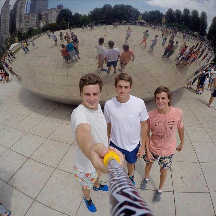 @gonzasere y @teddysere con su #ZephyrPole desde el #millenniumpark #chicago !!