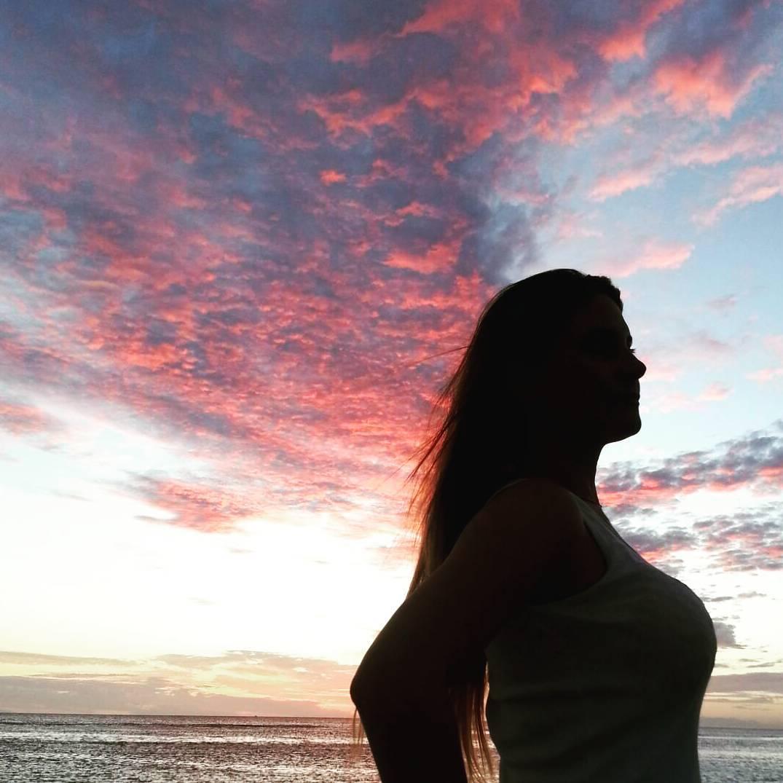 No hay mejor regalo que apreciar y disfrutar de dos creaciones inigualables.  #autoretrato #all_my_own #beautiful #atardecer #igs_photos #ig_captures #ig_great_pics #ig_sunset #sunrisebeach #sunset #lifestyle #sombras #darkness #ig_latinoamerica_...