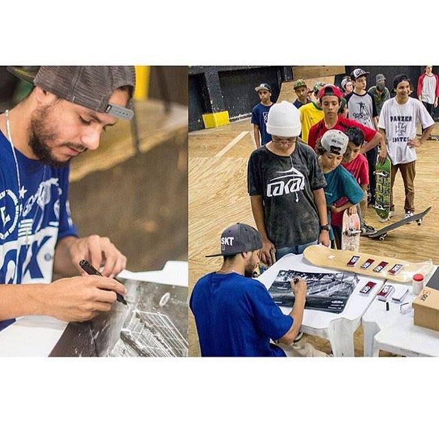 @brunofelipe_nata realizou tarde de autógrafos na @ultrashockpark em Curitiba. Saiba tudo que rolou em www.qix.com.br  #qixteam #qix #skate #BrunoFelipe #skateboard #skateboarding #Curitiba #Brasil #skateboardminhavida