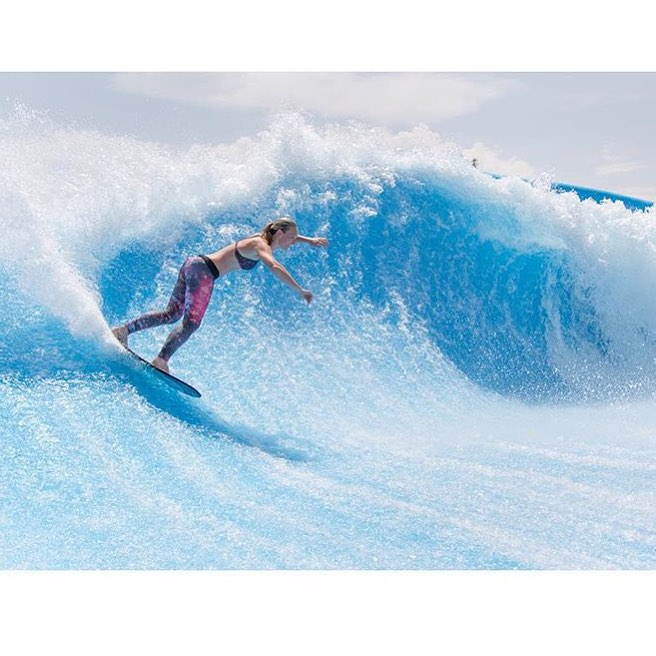 Yew! Love this shot of @austynvictoriaflows flowboarding in the #sensilaura and #sensisara
