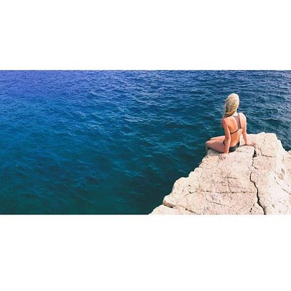 Ooh la la. @austynvictoriaflows in Cassis, France. #sensisara #bikinilovers #beautifulexplorers #girlswhorip
