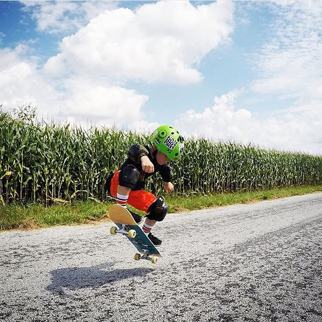 Regram @skatevinceskate ollieing in the middle if a corn field in Ohio ! #s1lifer #wherethefugawees  #skateeverywhere #s1helmets #grom