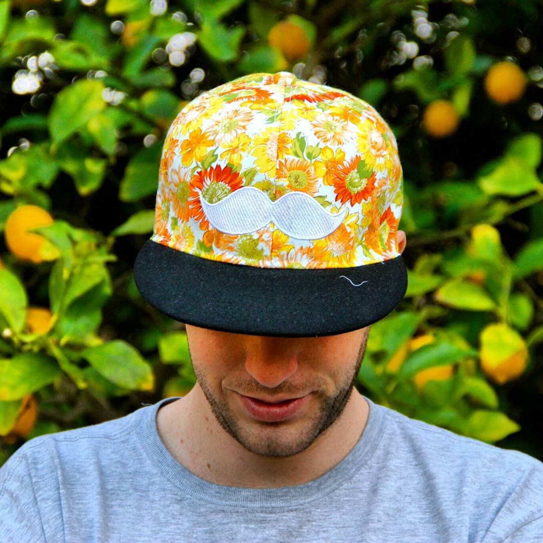 bigote floreado #moustache #cap #flowers #lemmon #summer #hat