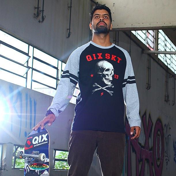 Camiseta manga longa #QIX para curtir a sessão à noite com estilo. Adquira a sua em www.qixskateshop.com.br e nas lojas @qix_nh e @qix_galeriadorock