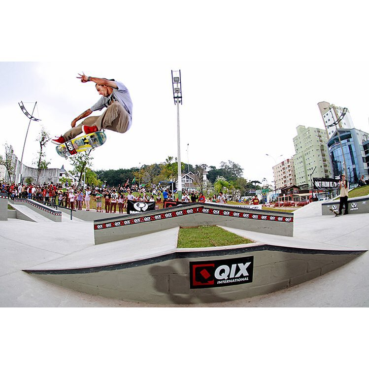 @rodrigoleal flip durante demo do #QIXTEAM no 7° Campeonato Life Skateboards.