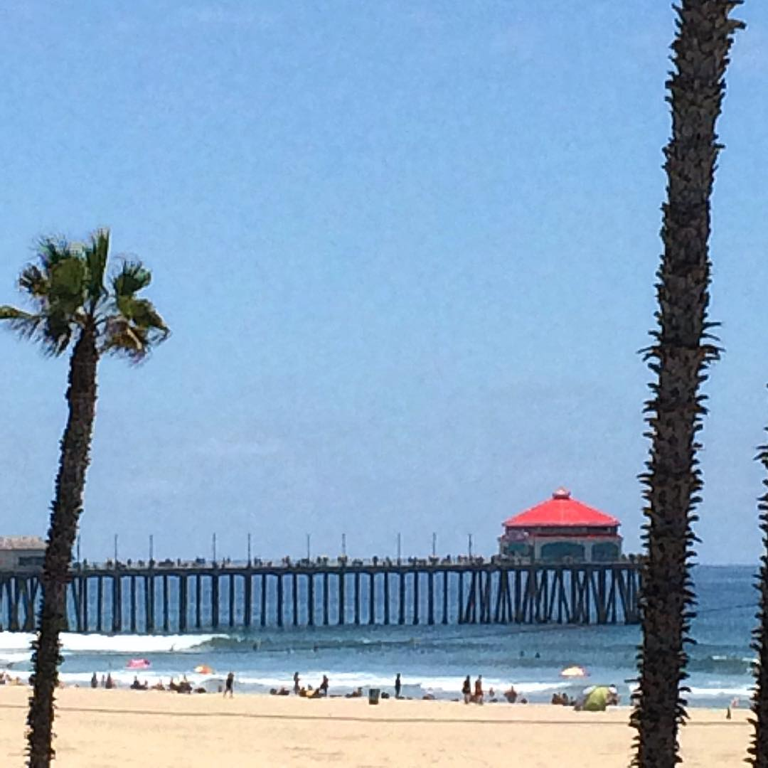 Back on the west coast and the HB pier is looking fine. #uluLAGOON #goingwest #hbpier #northside #surfcity #surfshops