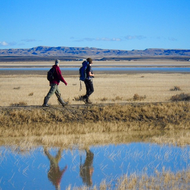 Want to get paid to live and work in a breathtaking place with fun people? ASC is hiring!  Apply now to be the Landmark residential field leader. Read more about the position (link in profile) * Photo by Hannah Larson #adventurejobs #prairielife