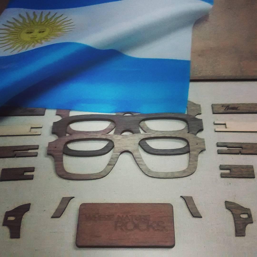 Pensado y produccido en #argentina ----------------- #numag #wherenaturerocks #borninargentina #gafasdemadera #oculosdemadeira #woodsunglasses #diseño #innovación #diseñoargentino #pasionporemprender