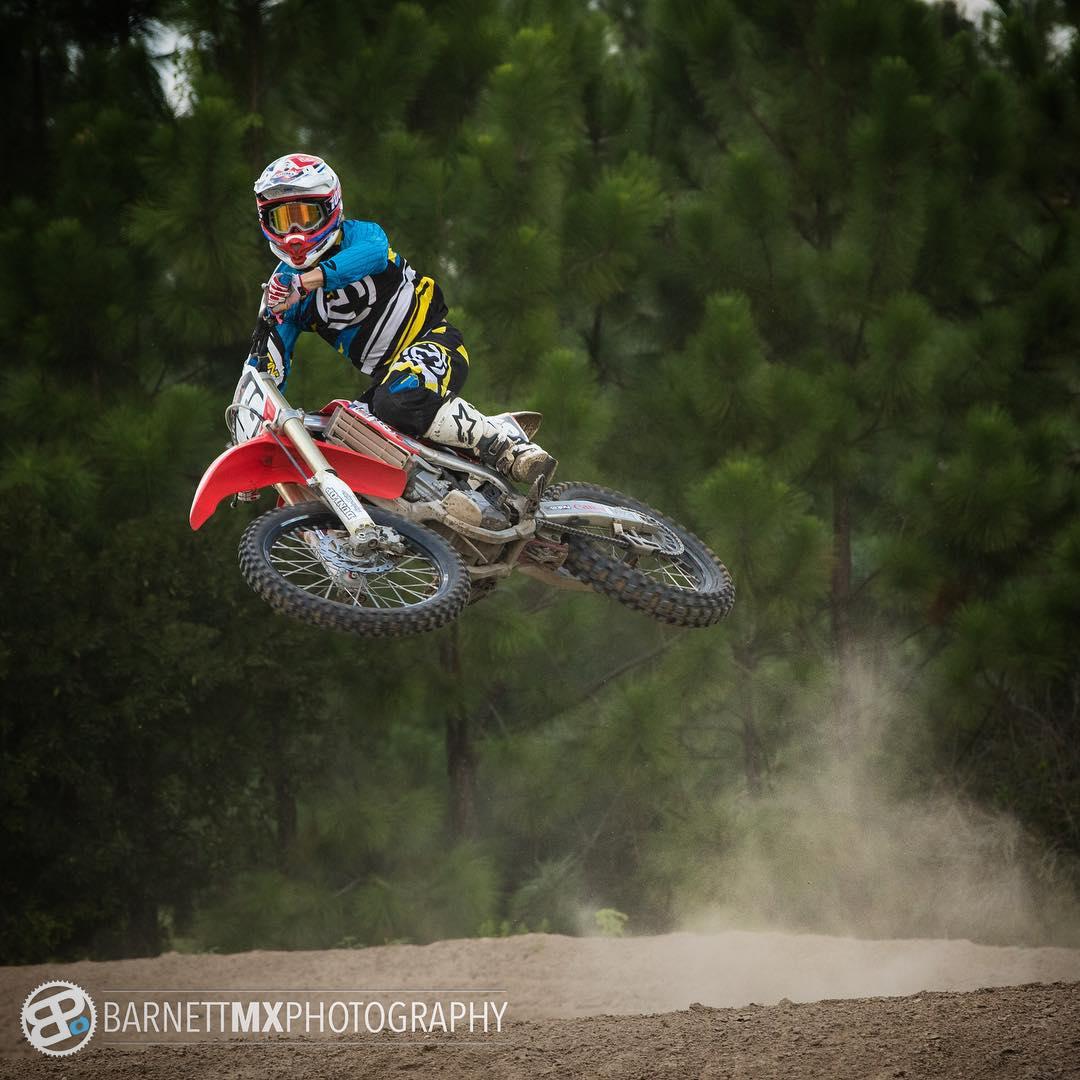 Ready for the weekend!! @barnettmxphotography @waldomotorsports #moto #motocross #barnettmxphotography #honda #florida #whereswaldo #Babyscrubs #cantwaitfornewbike #thanksandrea #thanksandreaforthepic