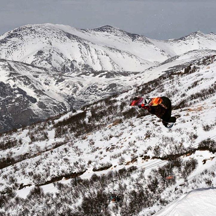 Como es adentro es afuera. Rompe tus barreras. Fs Cork 7 @keepjero ph: @leandroadorna #StoneArmy #Patagonia #Volcomsnow