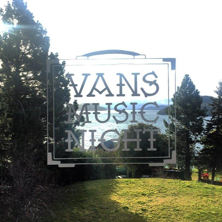 Desde las 19 nos vemos en La Luna para la edición patagónica de la #VansMusicNight ❄️