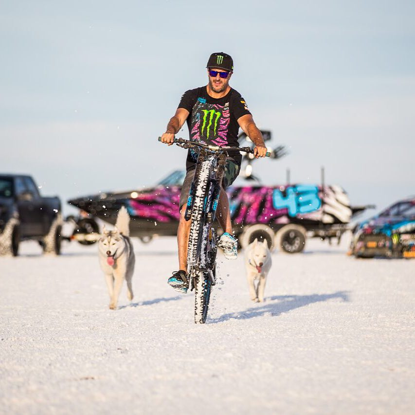 Wheelie-ing a downhill bike is kind of tough - and even tougher when going through a soft layer of salt. #challengeaccepted @iamspecialized #Demo8 #mastercraft2015 #BonnevilleSaltFlats