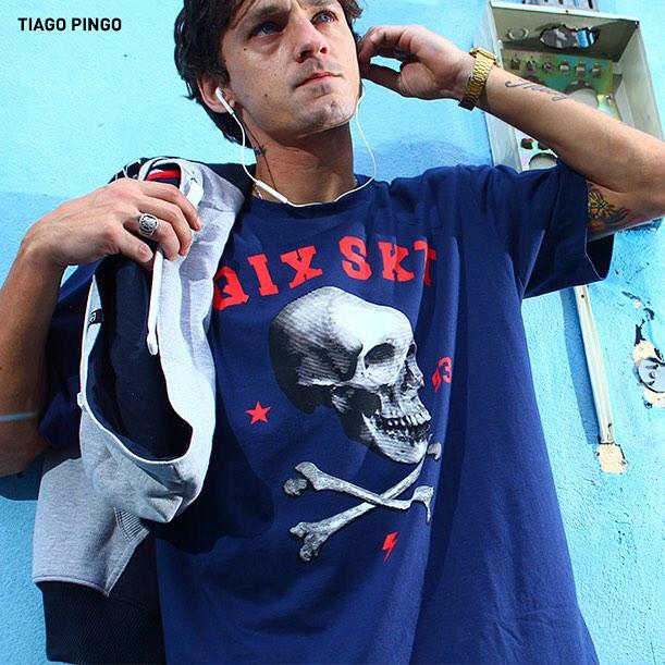 Skate combina com estilo, atitude e determinação.  Então, faça como o skatista @thiagopingo, vista a camiseta #QIX e aproveite todos os momentos da sessão! www.qixskateshop.com.br