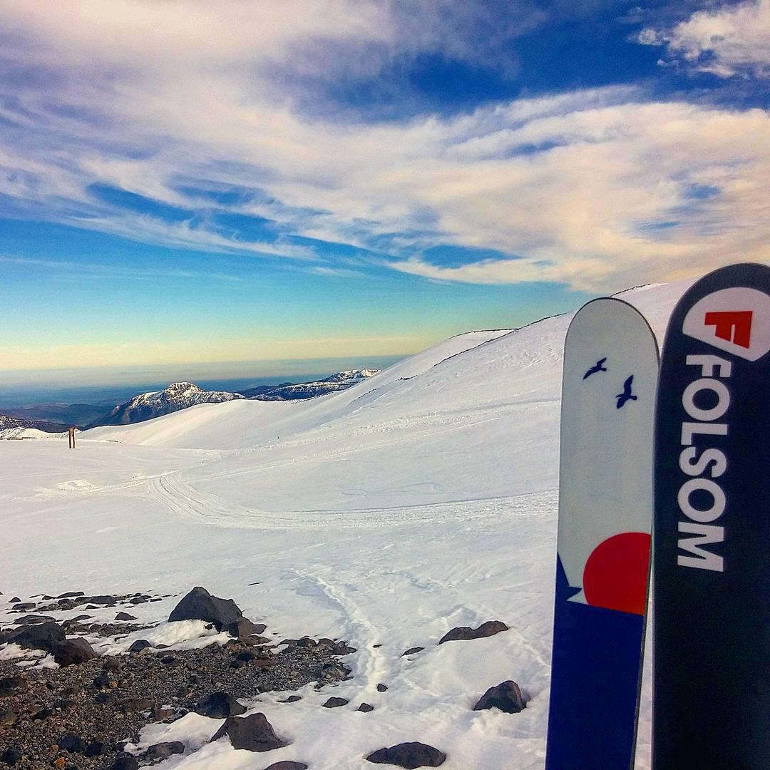 Wrapping up our last day here @rocanegralodge @pit_viper @barmski40 it's been a great trip on the new primary down in South America! #nevadosdechillan #chile #customskis #volcanoes #augustpowder #chillan #churros #dreamcometrue #folsomskis