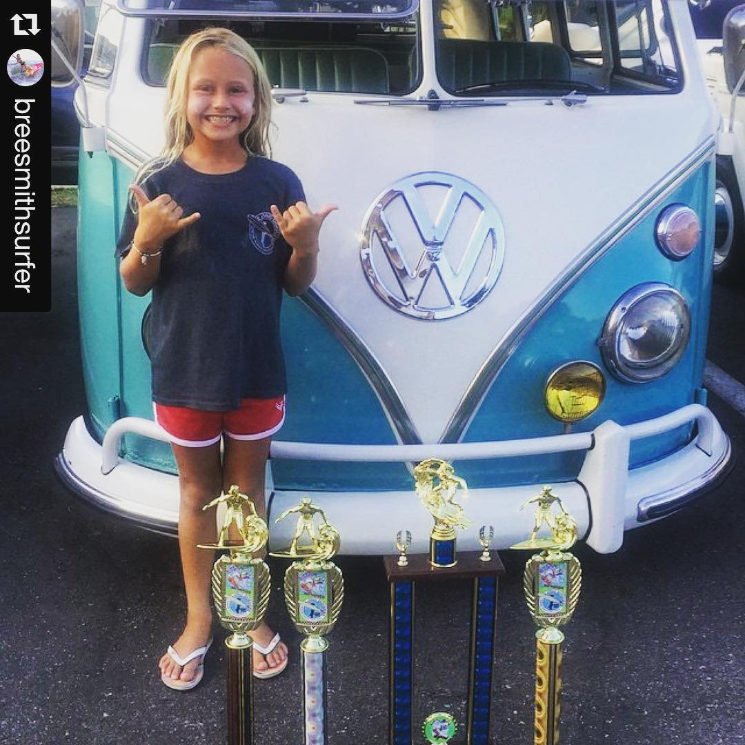 SO proud of Luv Surf Team Rider @breesmithsurfer on her crazy sweep at the @gnarlycharleyssurfseries // She won 15&under, 10&under longboard 15&under, and The HOTTEST WAVE AWARD!!!! //// YEW GO BREE