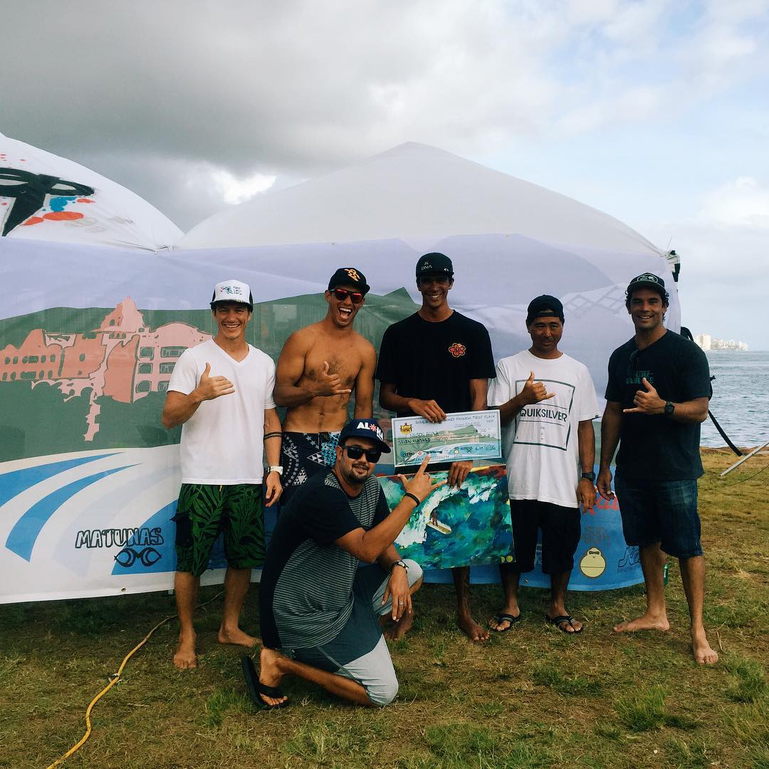 And the winner of the longboard division at the Ala Moana Bowls is... Nelson Ahina! Congrats to @nelsonahina_3rd and all the other finalists @makadflaka @kaisallas and #isaackaneshiro ! Come down tomorrow to see who takes home first place for the...