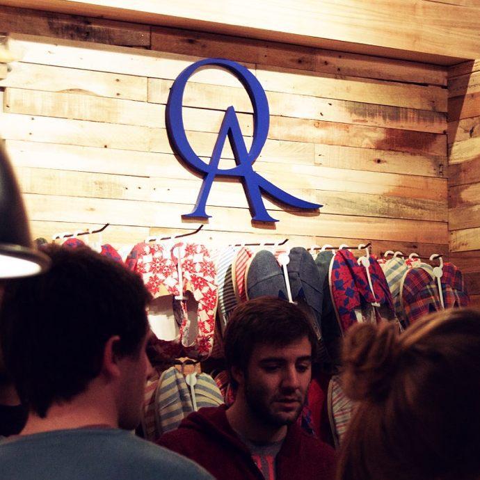 Mañana abre las puertas un nuevo local exclusivo de QA! Quién adivina dónde es? #nuevolocal