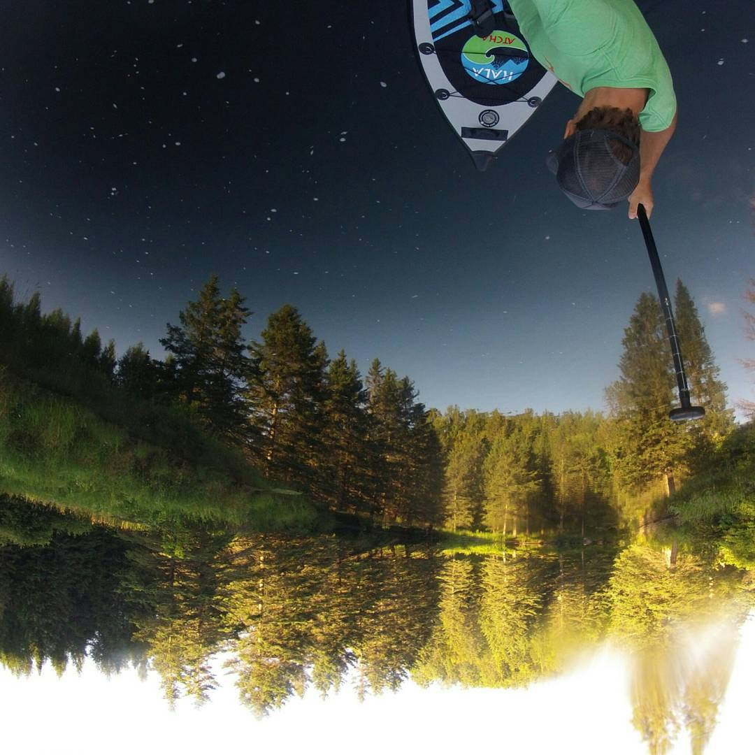 #Hala in the sky!  Photo: Mike Lanthier  #halagear #HalaAtcha #adventuredesigned #whitewaterdesigned #theweeklyinsta #getoutside #SUP #standuppaddle #Paddleboard #starrynight #stars #sky