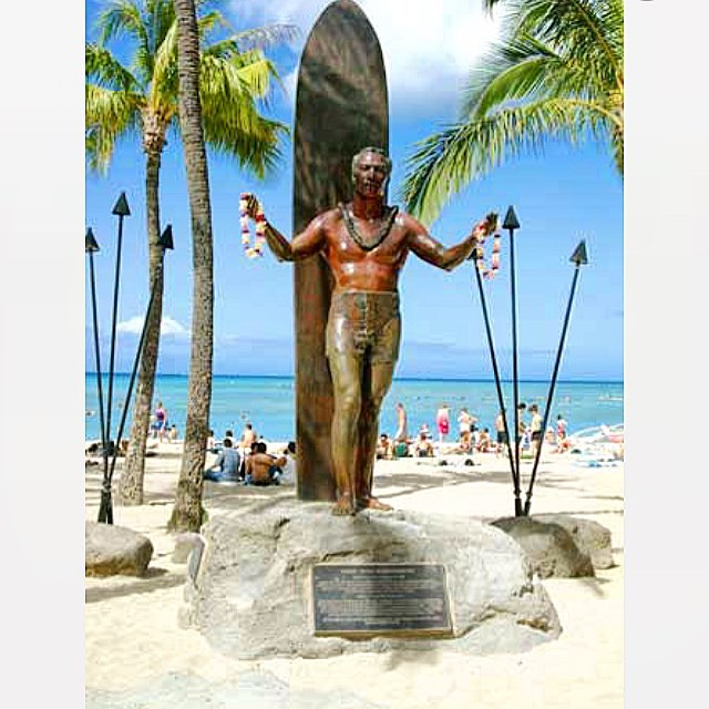 Always a sign of Aloha when you arrive at the beach in Waikiki. Happy 125th birthday to the legend, Duke Kahanamoku! #uluLAGOON #surf #legends #dukekahanamoku #theduke #aloha #waikiki #hawaii