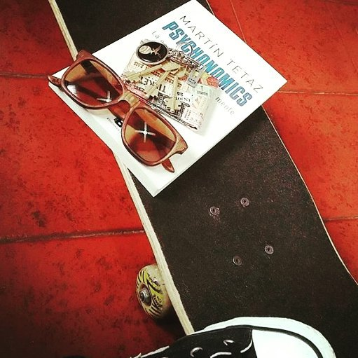 Buena combinación para empezar la semana! #recycledskateboards  #recycledsunglasses  OldSkateboards = NewSunglasses