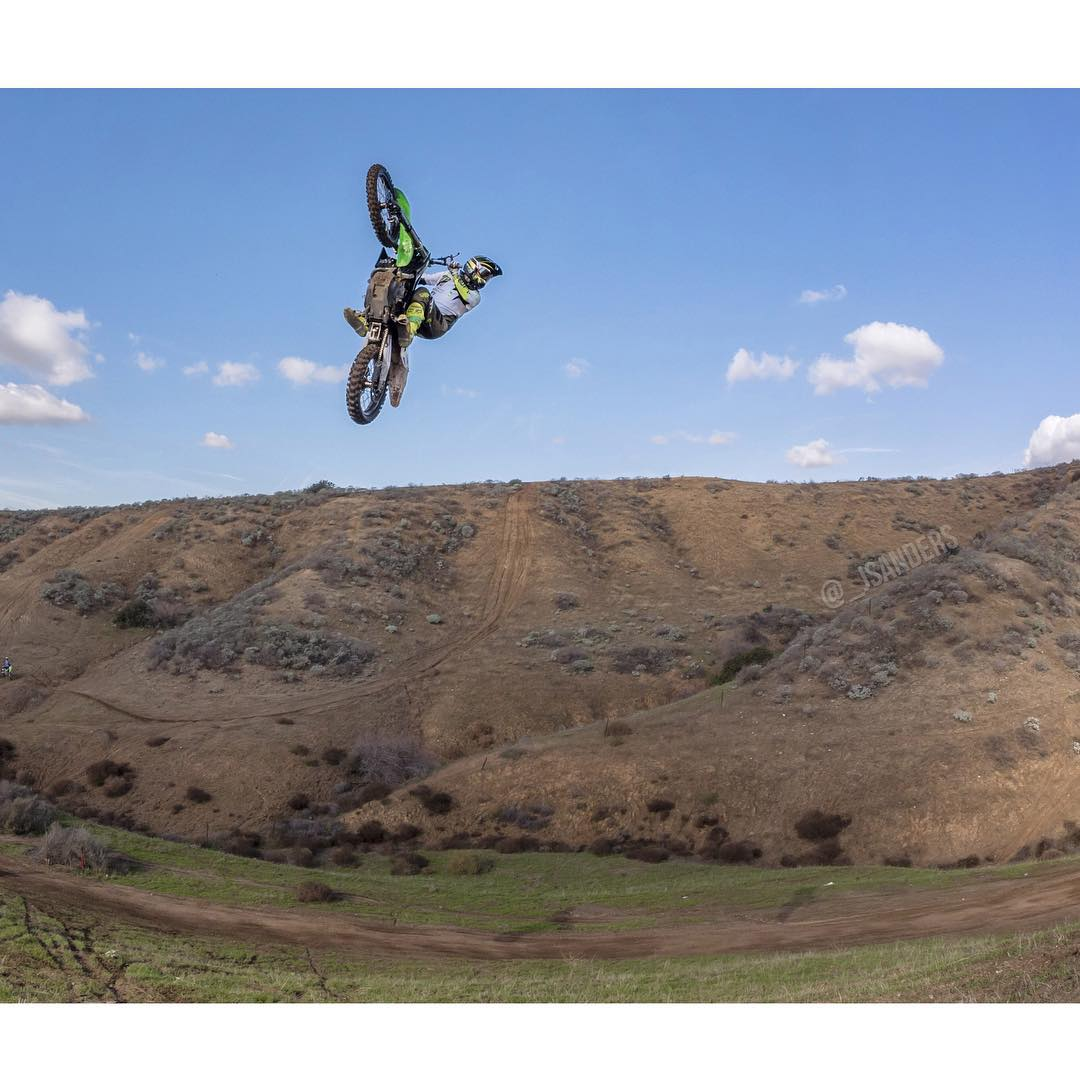 The 2015 #RealMoto Fan Favorite is @twitchthis88!  Click the link on our profile page to check out his edit. (