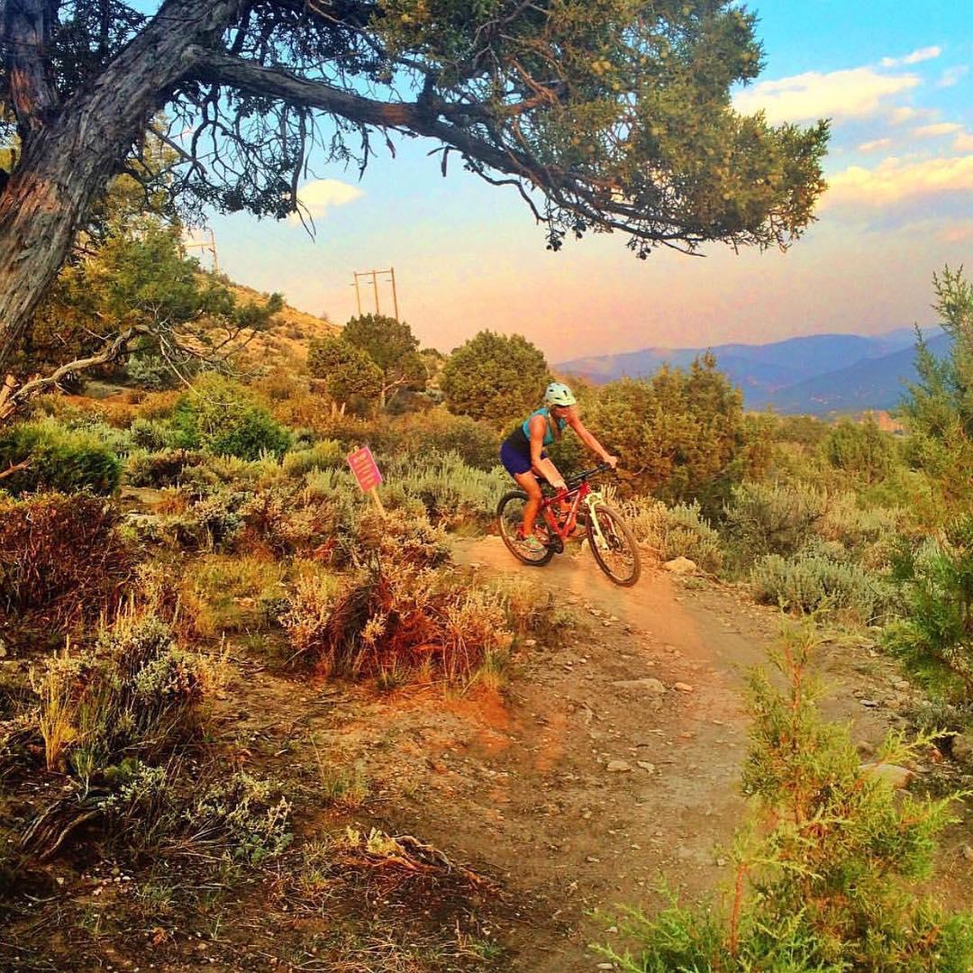 "Lee's Laps || by @meredithdrangin || ""What's Your #mountainlife?"" #mountainlifeco #mountainlifecompany #mtb #chronicadventure #girlsgetoutside #greettheoutdoors #leesway #lovewhereyoulive #mountaingirls #gowhereyoudontbelong  #adventure #backcountry..."
