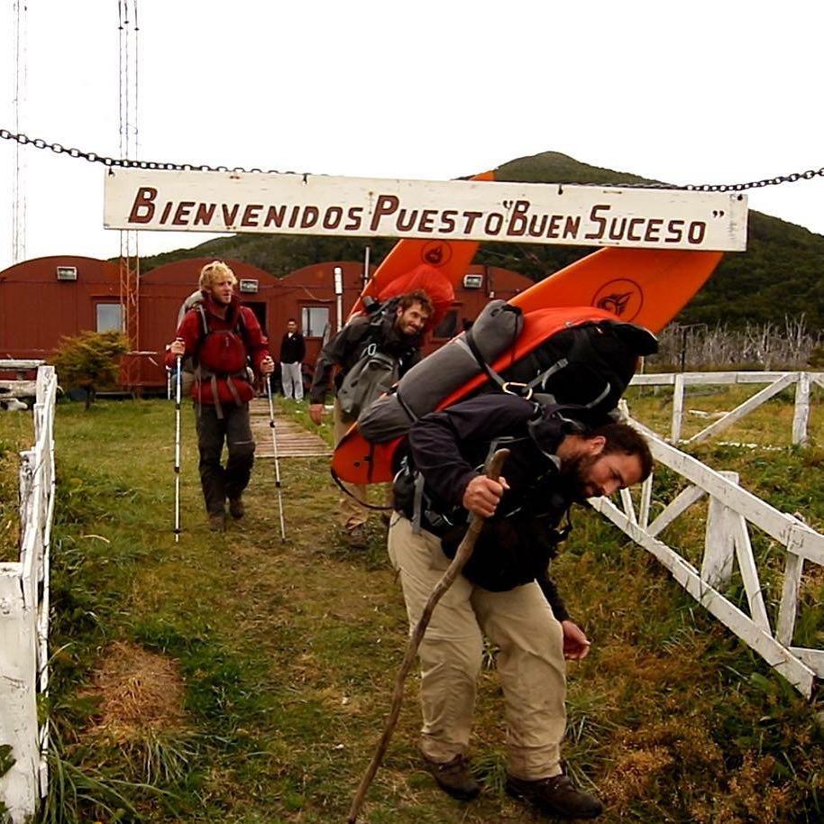 Partiendo del destacamento de la Armada en Bahía Buen Suceso con destino al Cabo San Diego en la punta de Tierra del Fuego.