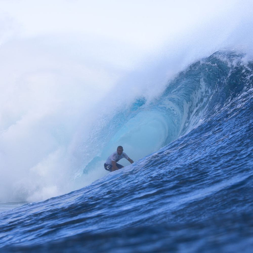 The first semifinal of the #BillabongProTahiti is set with Owen Wright going up against last year's event champion and current world champion Gabriel Medina. We've still got two more quarterfinals to be decided. Photo: @wsl #lifesbetterinboardshorts
