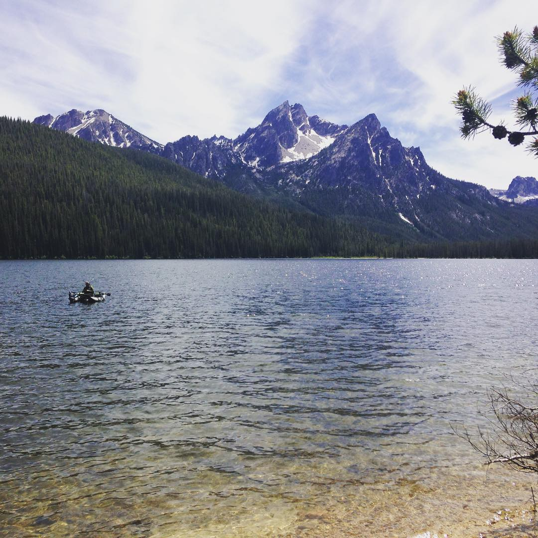 Life isn't too bad being based in #ketchum , only an hour south of #Stanley, Idaho! #exploremore #getoutside #adventure #alpinelake #lake #stanleylake #seeksunvalley