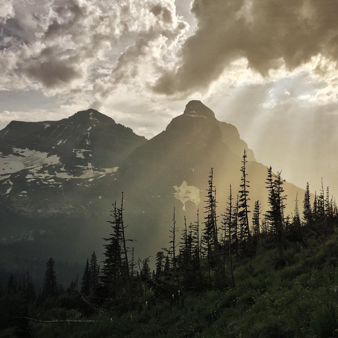 Cuz we need a little mountain love right now.  @glaciernps majesty courtesy of ASC adventurer @julieahotz. Sending healing vibes for Julie's broken toe, to get that girl back on the trail!  #glaciernationalpark #findyourpark #montanamoment...