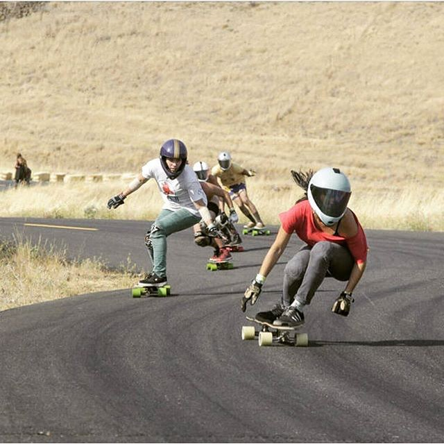The girls @di_zzy_j & @cocomarii last week charging down #Maryhill during the Sheride! Oregonlive.com photo Repost from Dizzy!  #longboardgirlscrew #womensupportingwomen #skatelikeagirl #girlswhoshred #marisanunez #dianehiebert