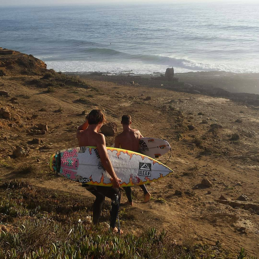 #justpassingthrough en Portugal por el #ReefTeam de USA @mitchcrews y @evangeiselman