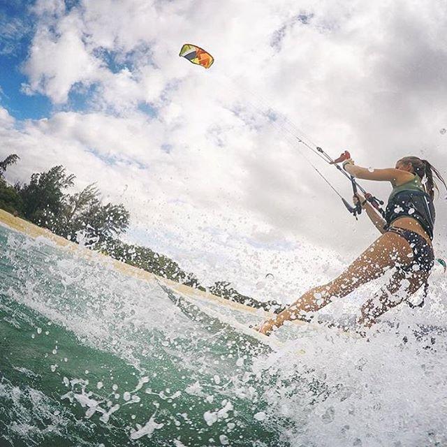 Spray sent to you by @saltkissed #sensikyla #aloha #kiteboarding #kiteboardgirls #kitebabe #jointheadventure