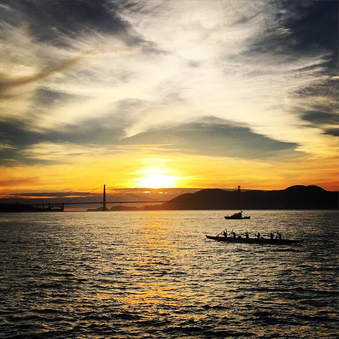 What is this, Hawaii? #SanFrancisco #Aloha #sunset #sunsetchaser #outriggercanoe #goldengatebridge #alohaspirit